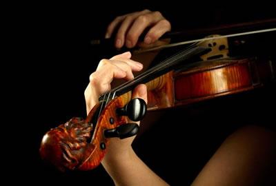 小提琴左手持琴姿势图解
